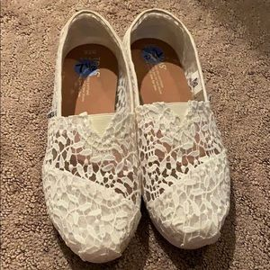 White mesh/lace Toms